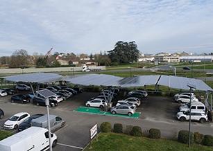 borne-de-recharge-sous-ombrieres-photovoltaiques-reden